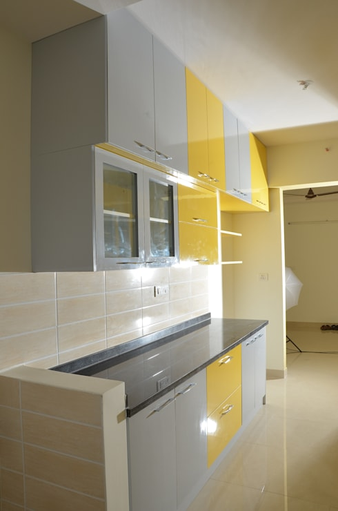 Parallel Kitchen Design India:  Kitchen by Scale Inch Pvt. Ltd.