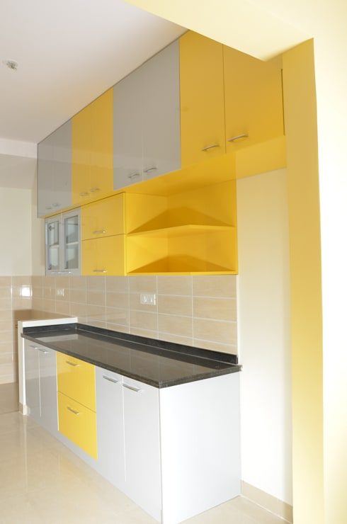 Parallel Kitchen Interiors:  Kitchen by Scale Inch Pvt. Ltd.