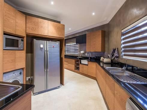 Kitchen Scullery: modern Kitchen by Riverwalk Furniture