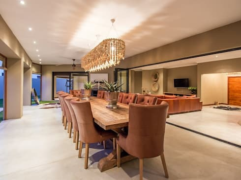 Dining Room: modern Dining room by Riverwalk Furniture