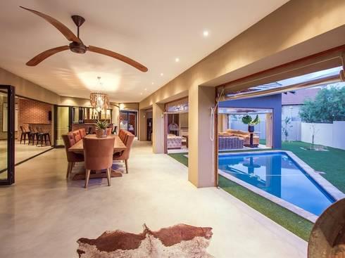 Open Plan Entertainment Area:  Balconies, verandas & terraces  by Riverwalk Furniture