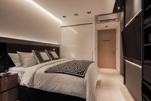 Bartley Residence Interior Design Singapore: minimalistic Bedroom by Posh Home Interior Design