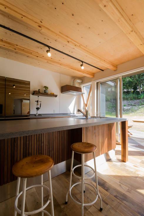 Nhà bếp by 株式会社スタジオ・チッタ Studio Citta
