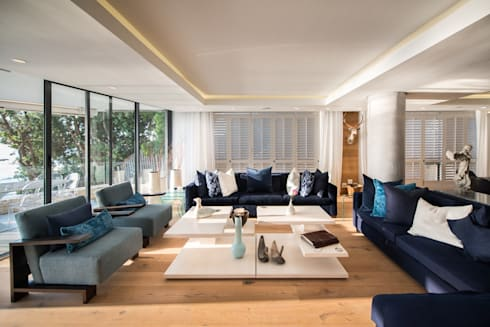 Luxurious Clifton Apartment: modern Living room by Inhouse