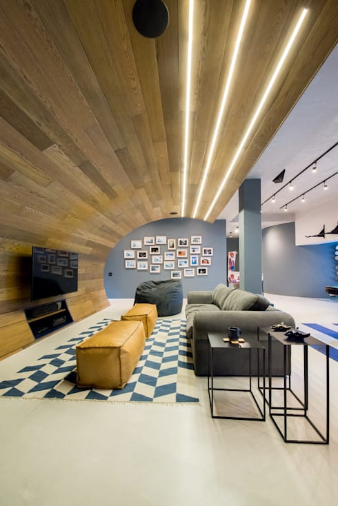 Urban Man Cave: industrial Living room by Inhouse