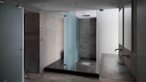 捕風捉影_林口章宅:  浴室 by 本晴設計