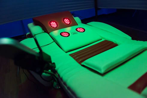 Lettino Massaggiante con Infrarosso: Casa in stile  di nps srl