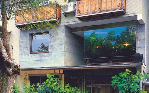 立面內退,納入公園景致:  房子 by 本晴設計
