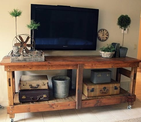 Pine TV unit : rustic Living room by Pallet Furniture Cape Town