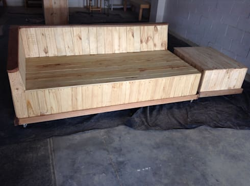 Four Seater Daybed:  Balconies, verandas & terraces  by Pallet Furniture Cape Town