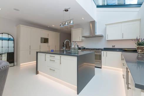 House Renovation Lysia Street, Fulham SW6: modern Kitchen by APT Renovation Ltd