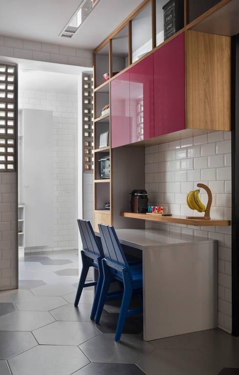 APARTAMENTO MP.II: Cozinhas  por PKB Arquitetura