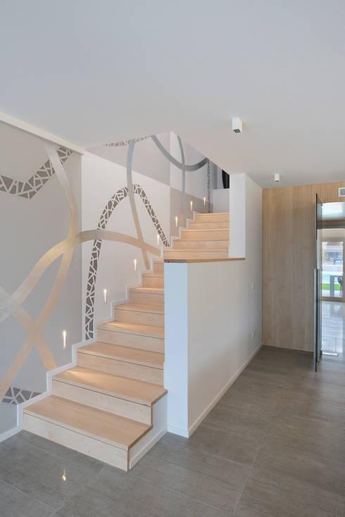 Corredores e halls de entrada  por HD Arquitectura d'interiors