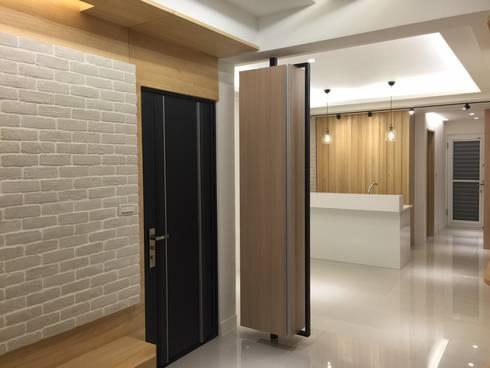 黑色與鐵件的混合搭配 溫馨愜意宅:  房子 by 捷士空間設計