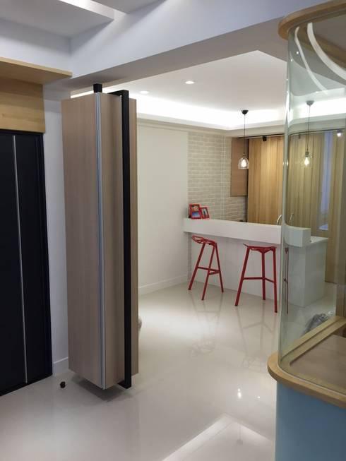 黑色與鐵件的混合搭配 溫馨愜意宅:  餐廳 by 捷士空間設計