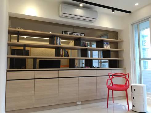 黑色與鐵件的混合搭配 溫馨愜意宅:  客廳 by 捷士空間設計