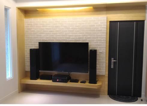 黑色與鐵件的混合搭配 溫馨愜意宅:  影音室 by 捷士空間設計