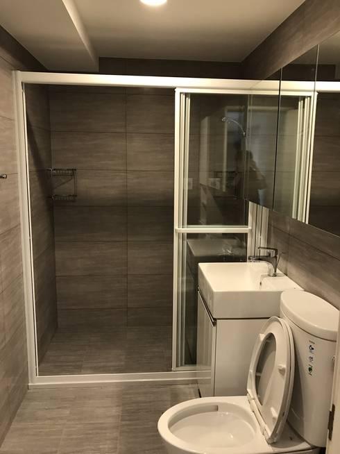 空間魔法 將門片設計成像櫃體一樣 達到整體設計感:  浴室 by 捷士空間設計