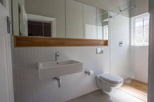 Oranjezicht House #01: modern Bathroom by Kunst Architecture & Interiors
