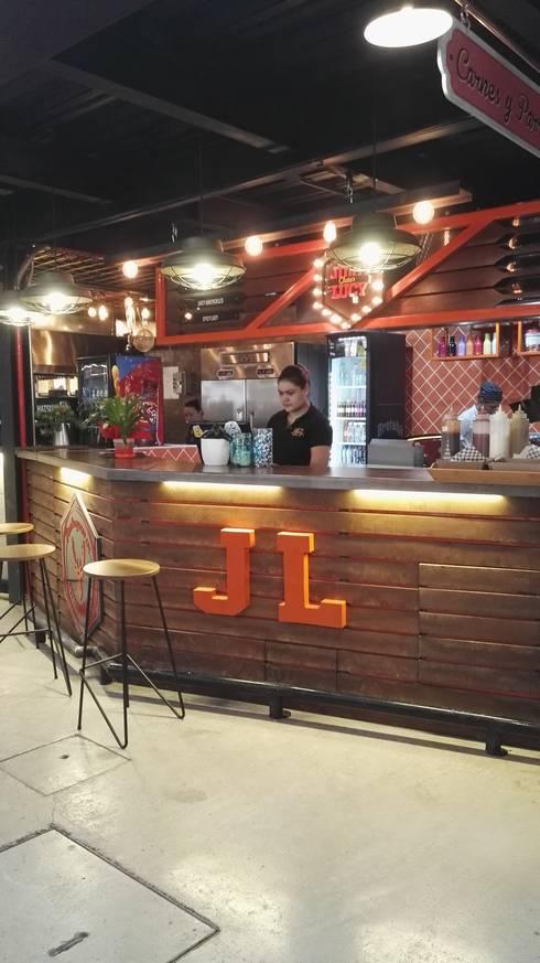 JUICY LUCY _ Mercado del Río: Cocina de estilo  por tresarquitectos