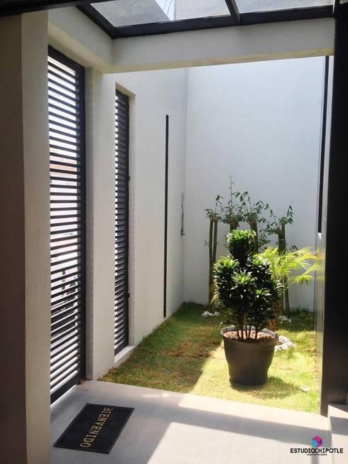 Jardines de estilo  por Estudio Chipotle