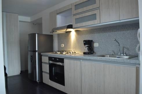 apartamento 603: Cocinas de estilo minimalista por cadali