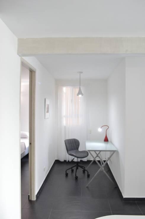 apartamento 603: Estudios y despachos de estilo minimalista por cadali