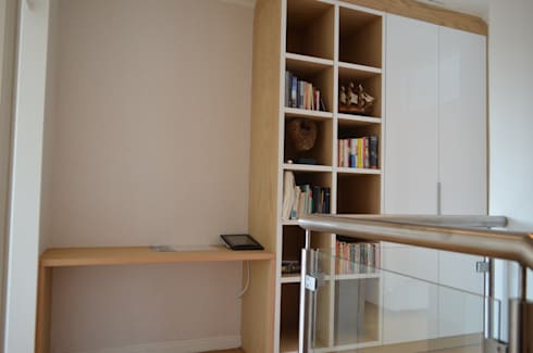 veneer wood with acrylic high gloss study unit: modern Study/office by Première Interior Designs