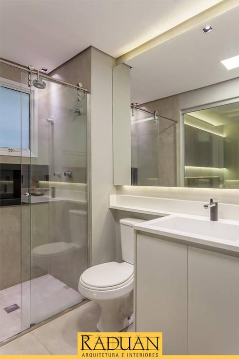 Banheiro: Banheiros  por Raduan Arquitetura e Interiores
