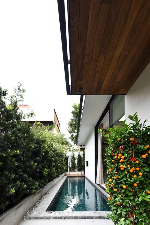 OF邸: Sen's Photographyたてもの写真工房すえひろが手掛けたプールです。
