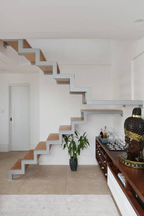 Pasillos y vestíbulos de estilo  por Antonio Armando Arquitetura & Design