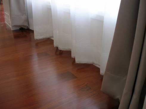 ม่านโปร่งสีขาว ห้องนอน:  หน้าต่างและประตู by C&M
