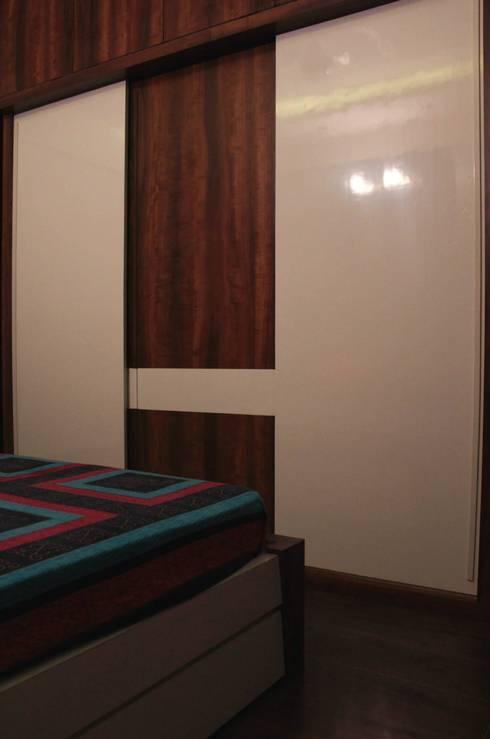 Bedroom 2 - Wardrobe: modern Bedroom by Soul Ziv Architecture