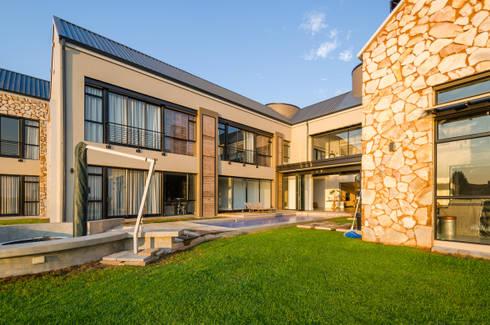 Modern Farmhouse - Silverlakes Nature Reserve: modern Houses by Karel Keuler Architects