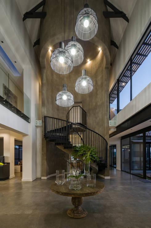 Modern Farmhouse - Silverlakes Nature Reserve:  Corridor & hallway by Karel Keuler Architects
