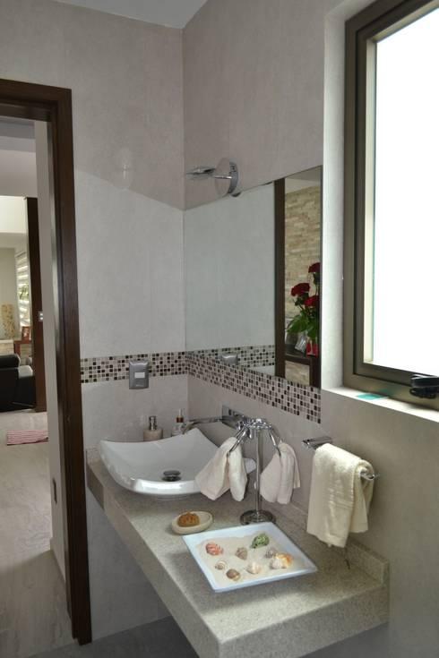 Baños de estilo  por ANTARA DISEÑO Y CONSTRUCCIÓN SA DE CV