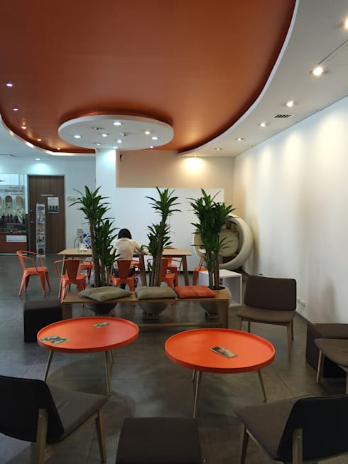 Diseño espacio Hall recepción Goethe Institut Bogota:  de estilo  por Kollektiv Ideas S.A.S.