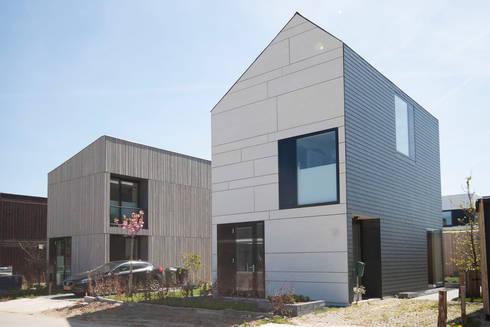 straatbeeld: moderne Huizen door 8A Architecten