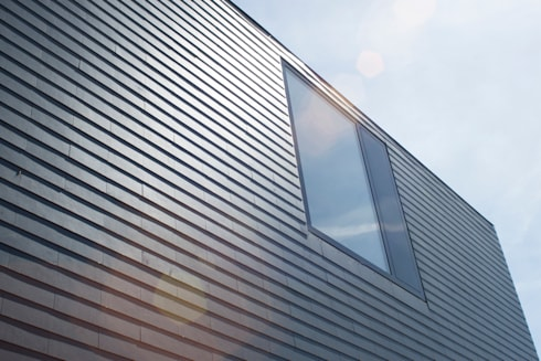 gevel van leien: moderne Huizen door 8A Architecten