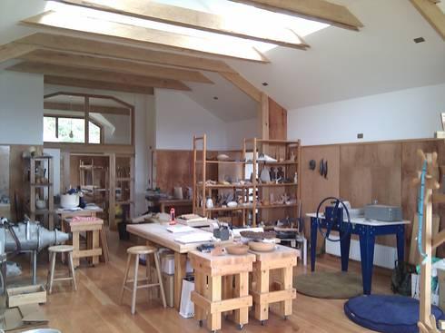 Casa Taller Spinelli, Coyhaique: Estudios y biblioteca de estilo  por Dušan Marinković - Arquitectura