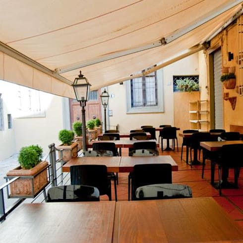 Toldo Brazos Extensibles : Balcones y terrazas de estilo  por Cortinas y Persianas Decora