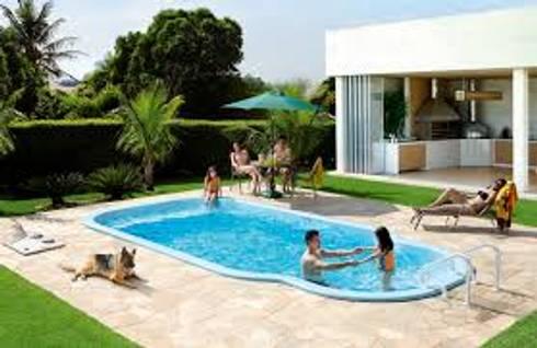 piscina fibra de vidrio: Piscinas de estilo moderno por IGUI FIBRAPISCINAS