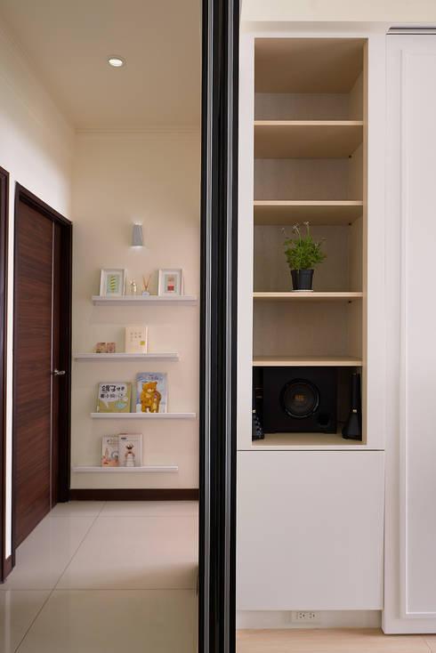 鋼琴房特殊收納櫃:  牆面 by 趙玲室內設計