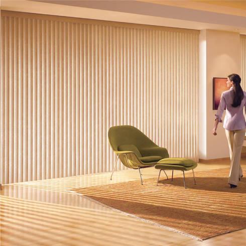 Persianas Horizontales: Puertas y ventanas de estilo clásico por ABC Decoración Torres & Jiménez Ltda.