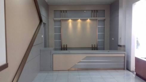 Desain interior ruangan:  Ruang Kerja by renovasi-rumah.net