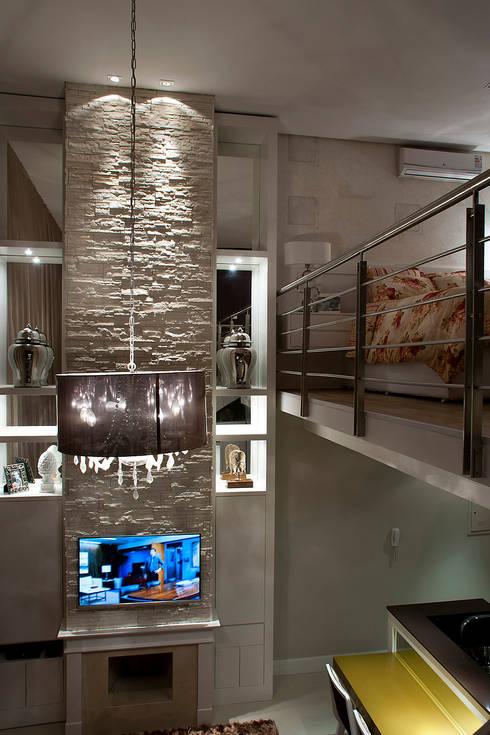 Salas multimedia de estilo moderno por Fabiana Mazzotti Arquitetura e Interiores