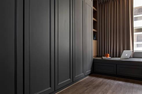 層峰匯:  臥室 by 齊家。空間設計