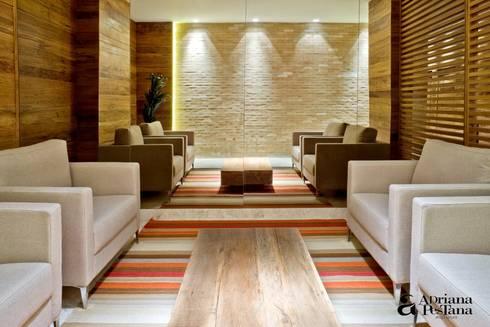 Projetos e Ambientes: Salas de estar modernas por Pestana Arquitetura Concept