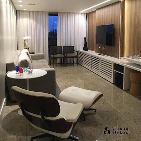 Projetos e Ambientes: Sala de estar  por Pestana Arquitetura Concept