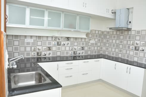 U- Shaped  Kitchen Designs For Indian Homes: asian Kitchen by Scale Inch Pvt. Ltd.